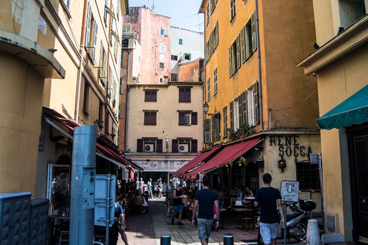 Terrazas y ambiente del casco de Niza - una mañana en Niza
