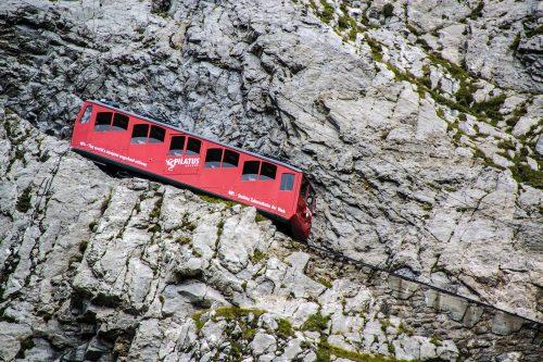 Tren cremallera Pilatus por la pared - tren cremallera Monte Pilatus