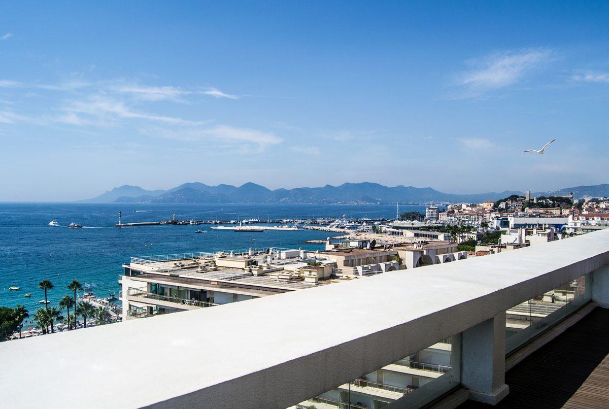 Vistas de la playa de Cannes desde la terraza del Grand Hotel Cannes