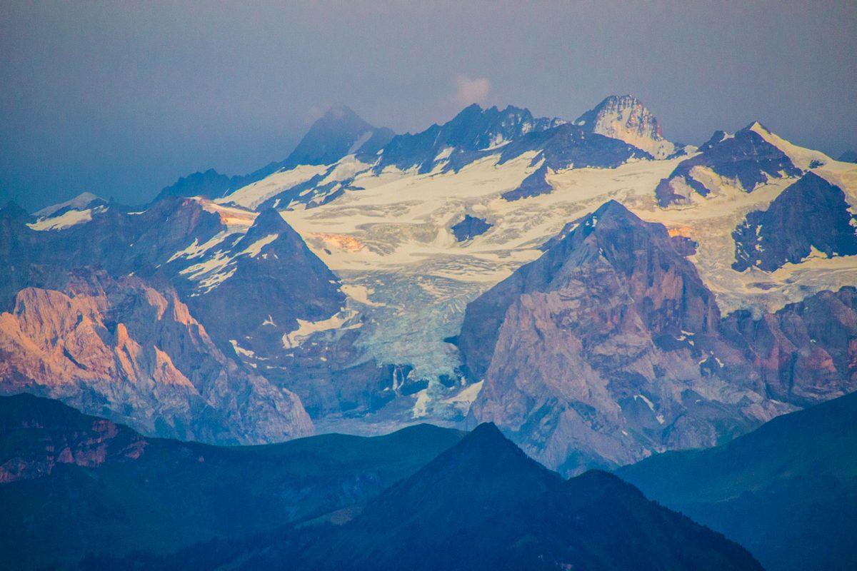 Vistas de los Alpes al atardecer desde el Mt. Pilatus