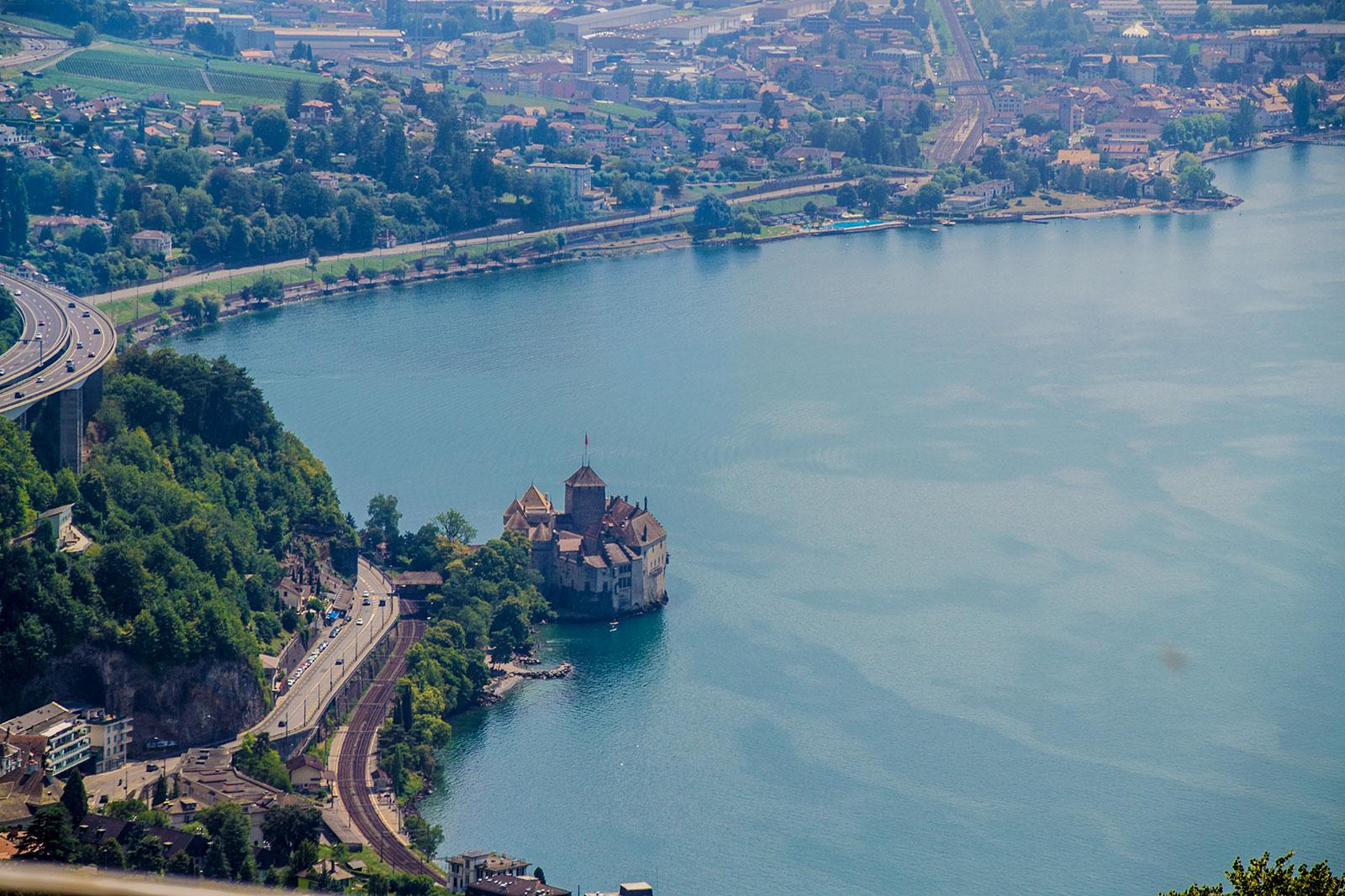 Vistas del Castillo de Montreux desde el tren