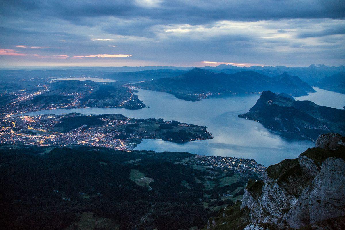 Vistas del lago de Lucerna al atardecer