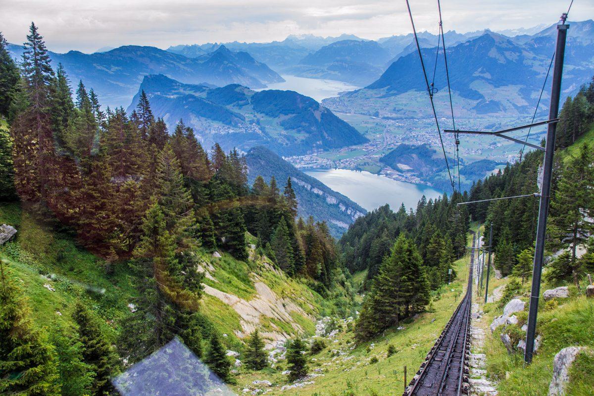 Vistas del lago de Lucerna desde el tren cremallera Pilatus - tren cremallera Monte Pilatus