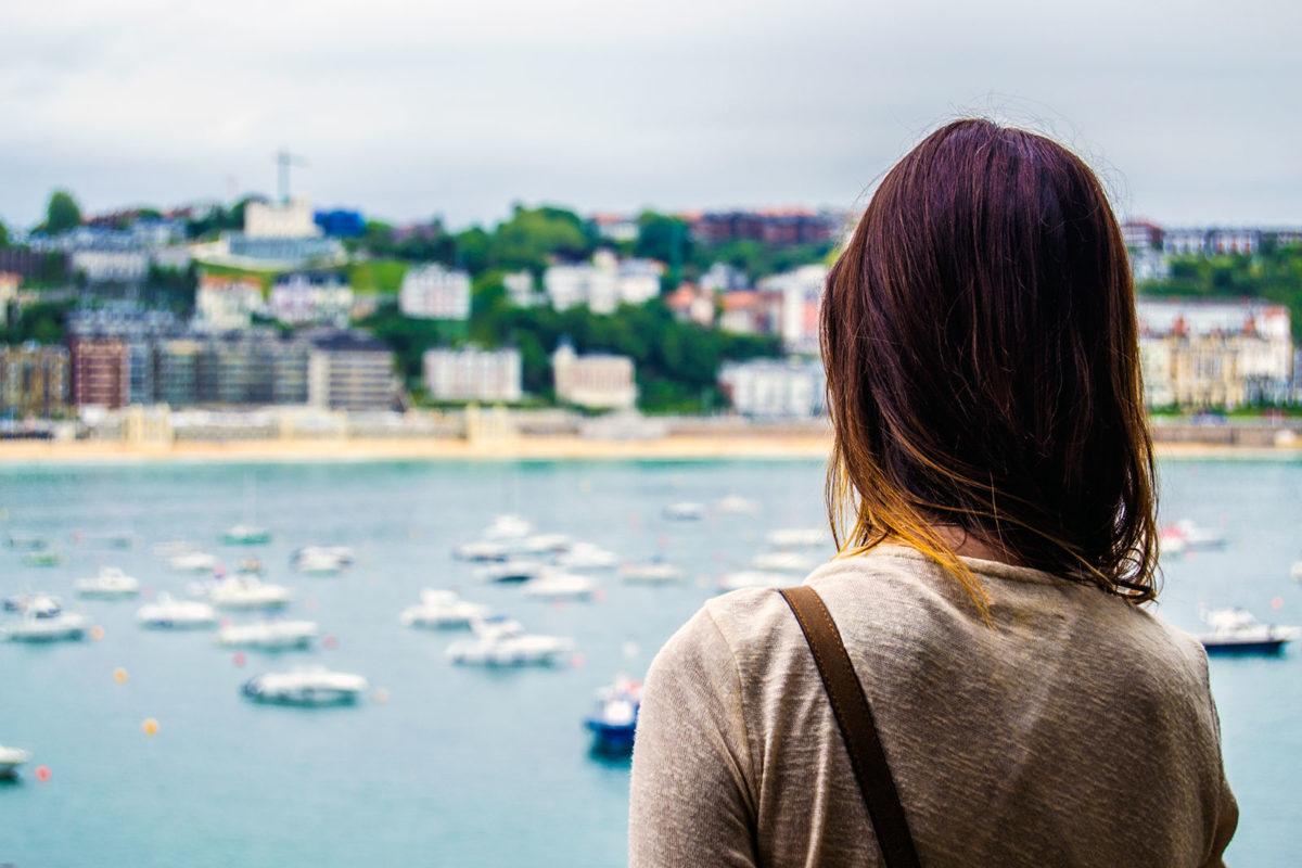 Vistas del puerto de San Sebastián desde el monte Urgull