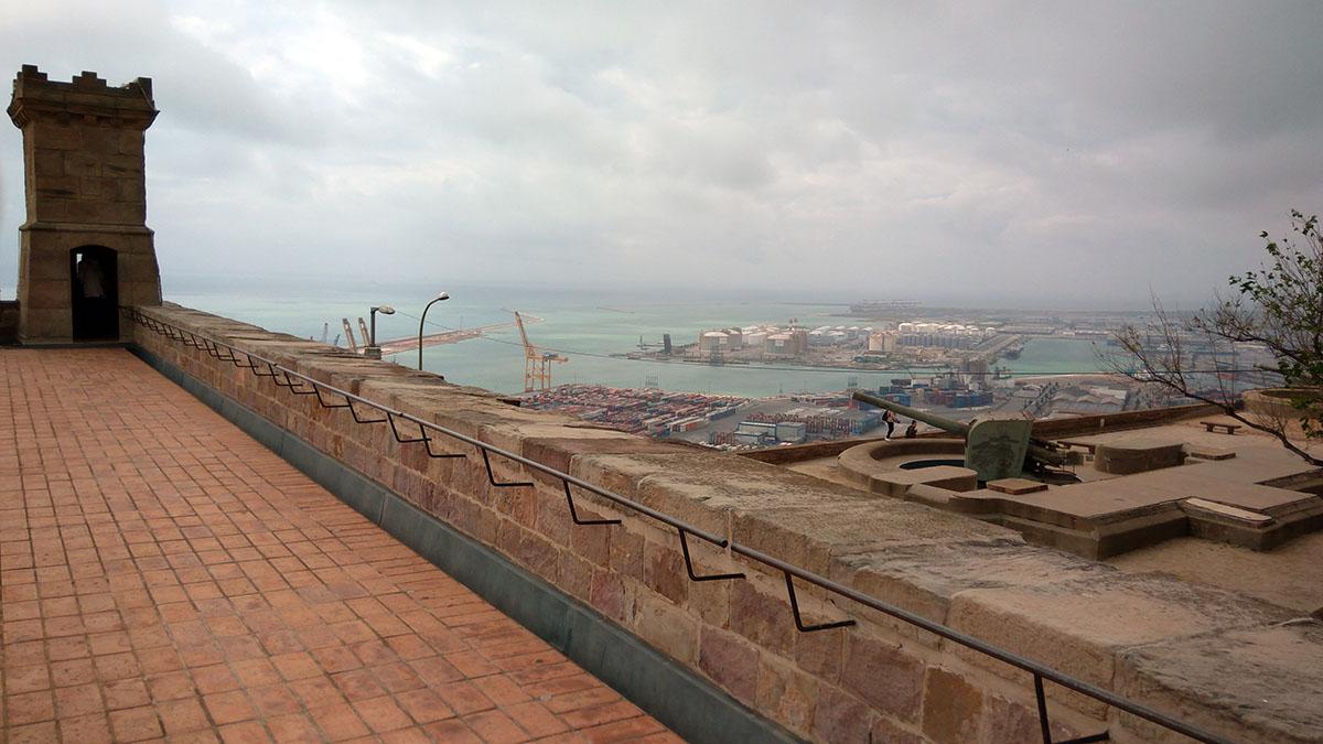 Vistas del puerto desde el castillo de Montjuic