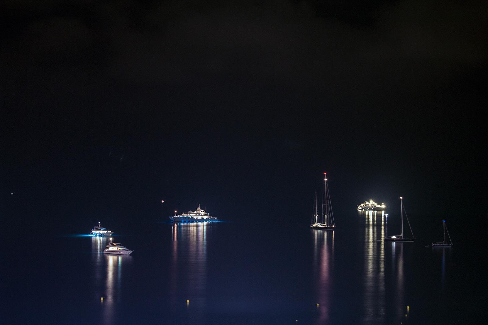 Vistas nocturnas de la playa de Cannes - Cannes en un día