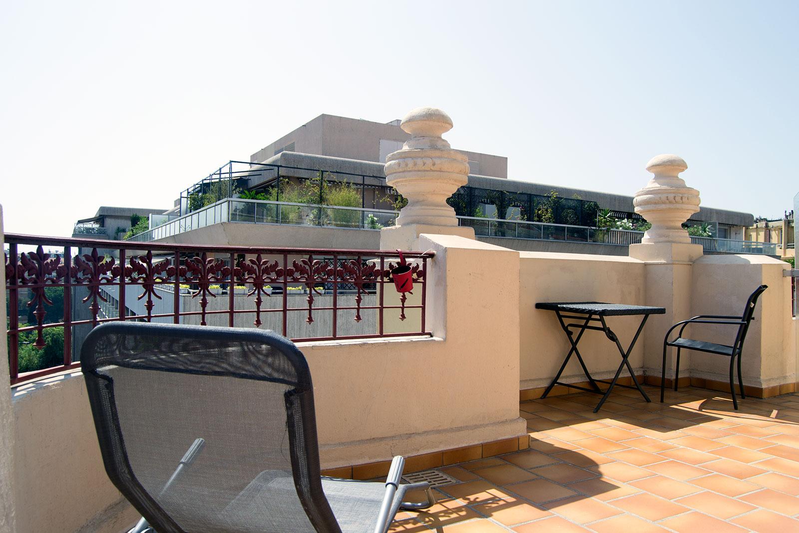 Terraza Best Western Plus Hotel Massena Nice - una mañana en Niza