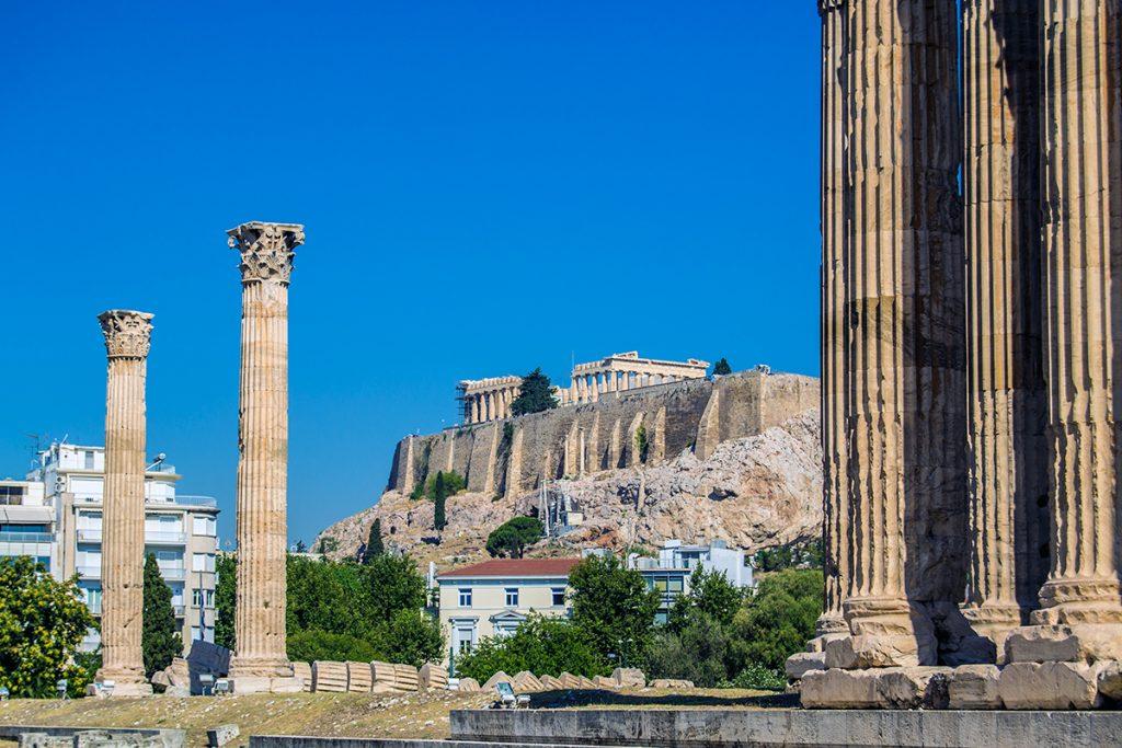 Imprescindibles de Atenas - Templo de Zeus con Acrópolis al fondo