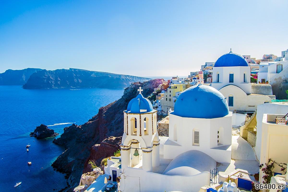 Famosa foto de postal del pueblo de Oia en Santorini