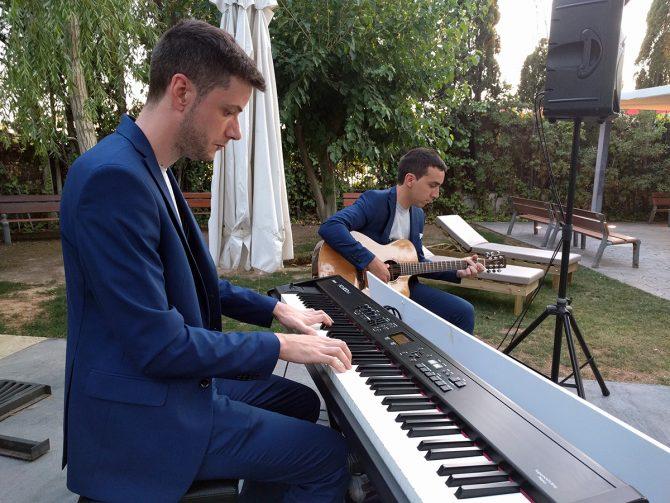 """Música en directo en el restaurante Coctelería Creativa en elrestaurante Gayarre """"la Nuit"""""""