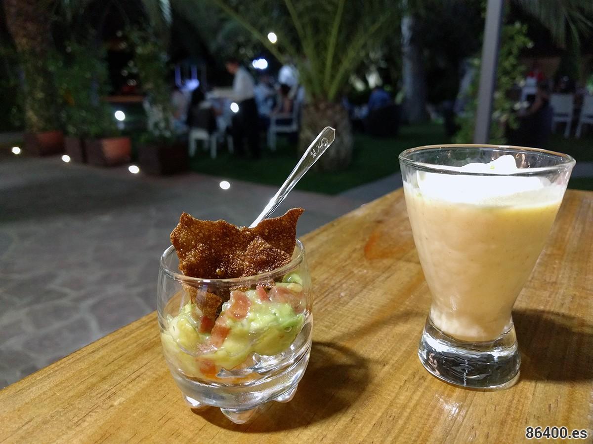 Bogavante con nachos y guacamole yCrema fría de erizos, espuma de patata y lima