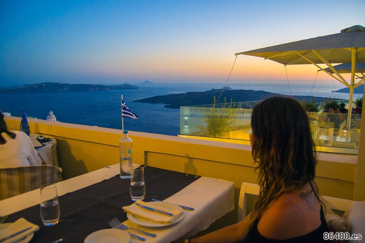 Experiencia holística culinaria en Santorini – Restaurante Koukoumavlos