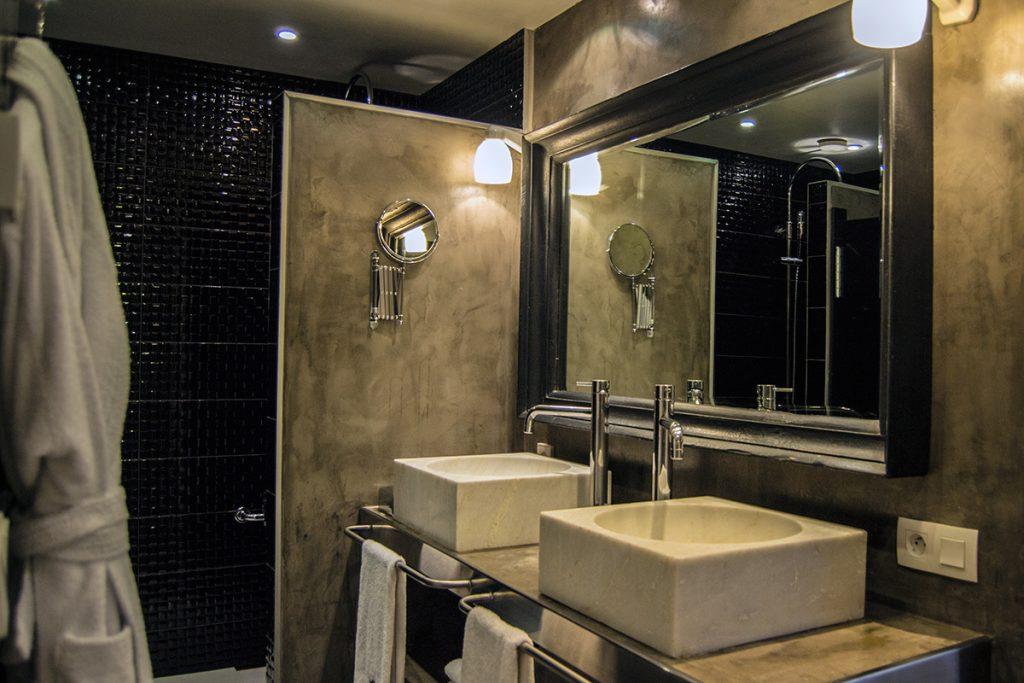 Baño de nuestra preciosa habitación en el hotel Pulitzer París - Qué ver en Mon
