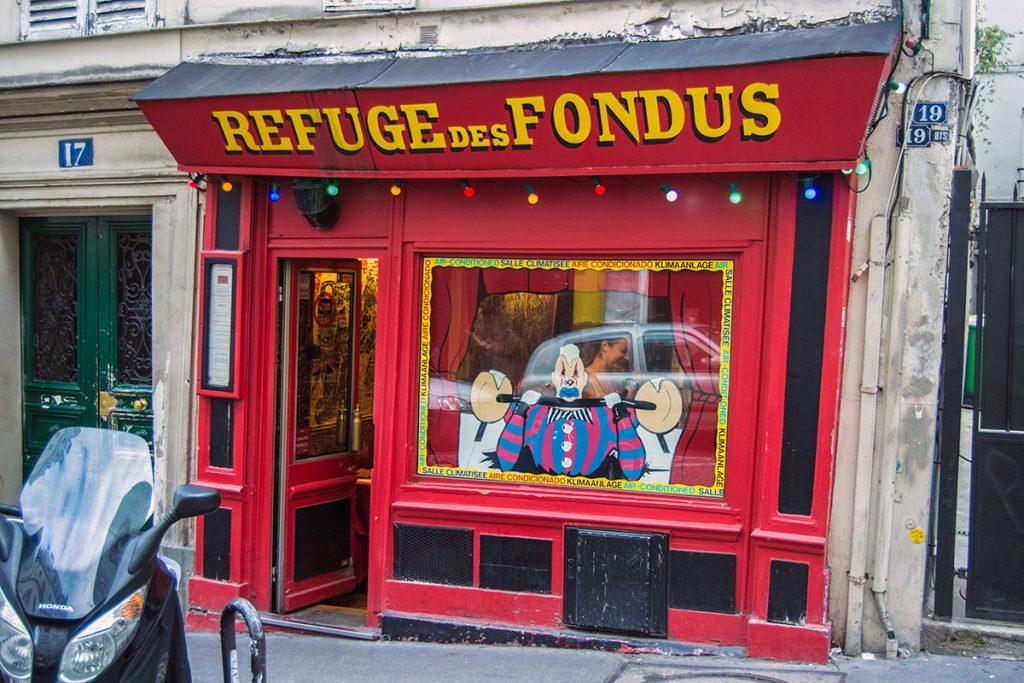 Entrada del restaurante Refuge des Fondus - Qué ver en Montmartre