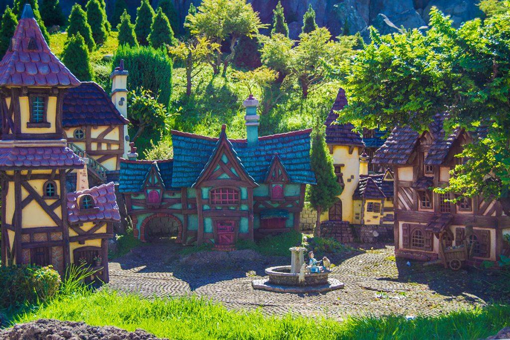 Miniatura del poblado de Bella - Consejos Disneyland París