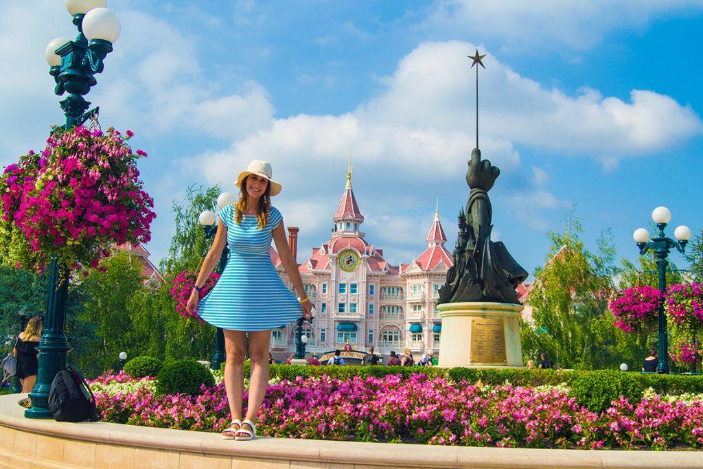 Nerea dejándose invadir por la magia de Disney- Consejos Disneyland París