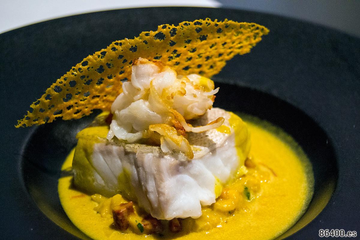 Bacalao al vapor, risotto pappardelle con calamares y chorizo ibérico de cerdo con jugo de mejillón y azafrán
