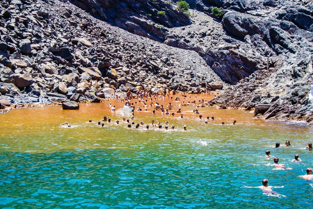 Baño en las aguas termales de Santorini - Descubrir Santorini