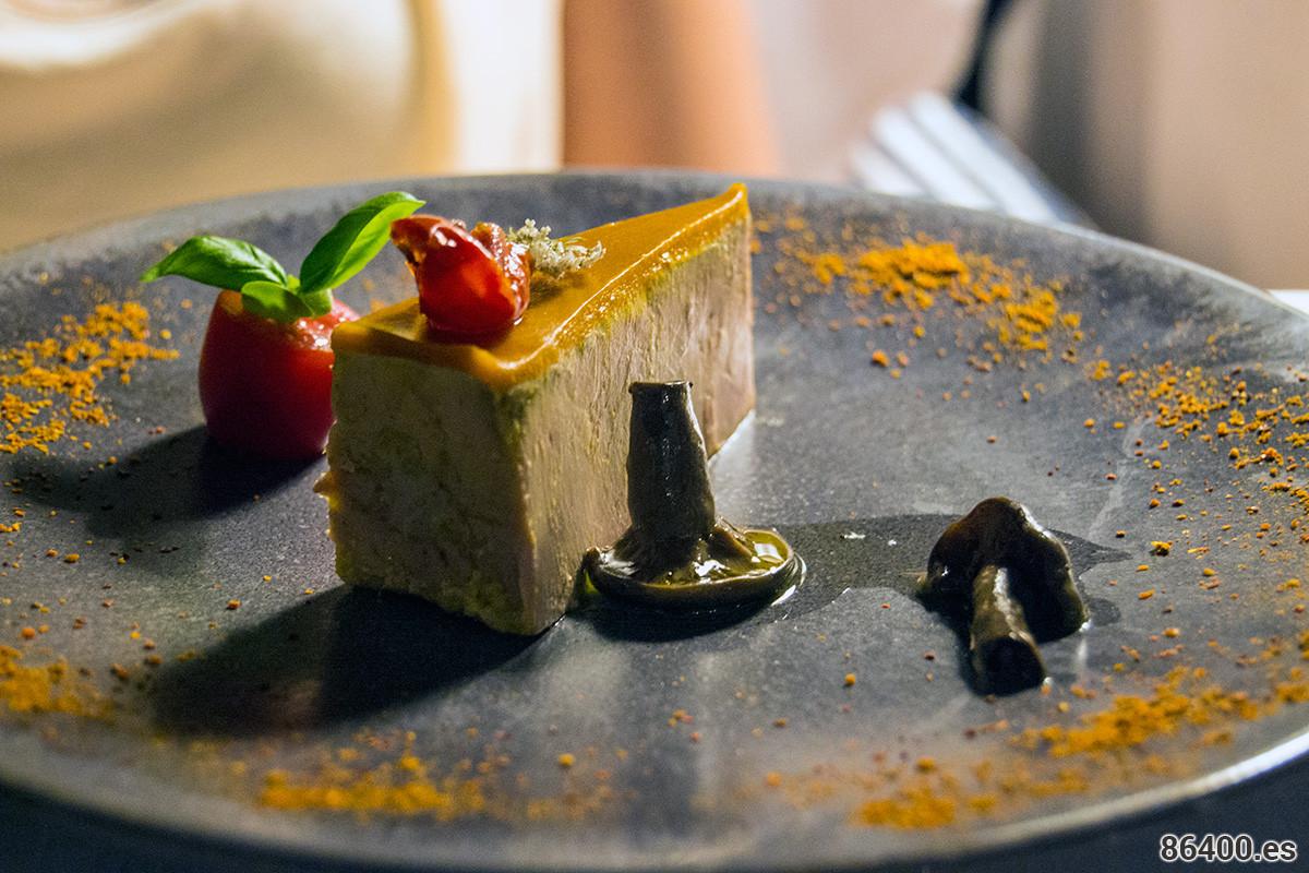 """Foie gras de pato del suroeste - Gelatina de tomates y setas """"pied bleu"""" con vinagre"""