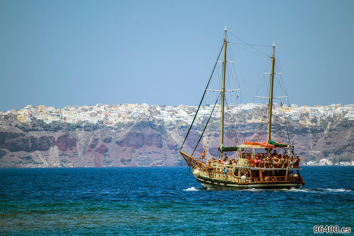 Descubrir Santorini a través de la influencia del mar Egeo
