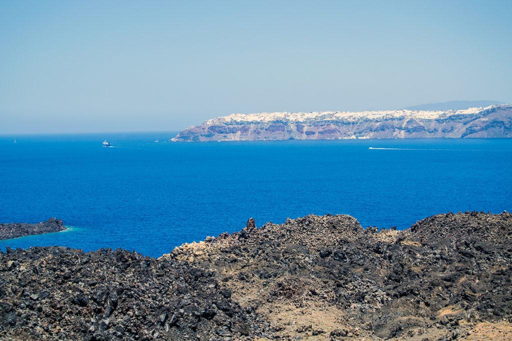 Vistas del pueblo de Oia desde la Caldera de Santorini - Descubrir Santorini