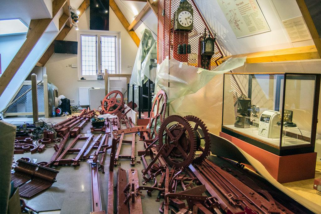 Campanas de la torre desmontadas, justo las estaban arreglando – Monnickendam y Marken