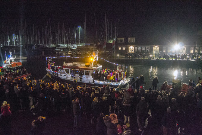 Regreso de San Nicolás a España en barco de vapor desde Monnickendam - Monnickendam y Marken