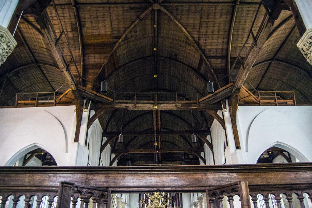 Techo de madera sin ornamentos del Grote Kerk de Edam – Edam y Volendam