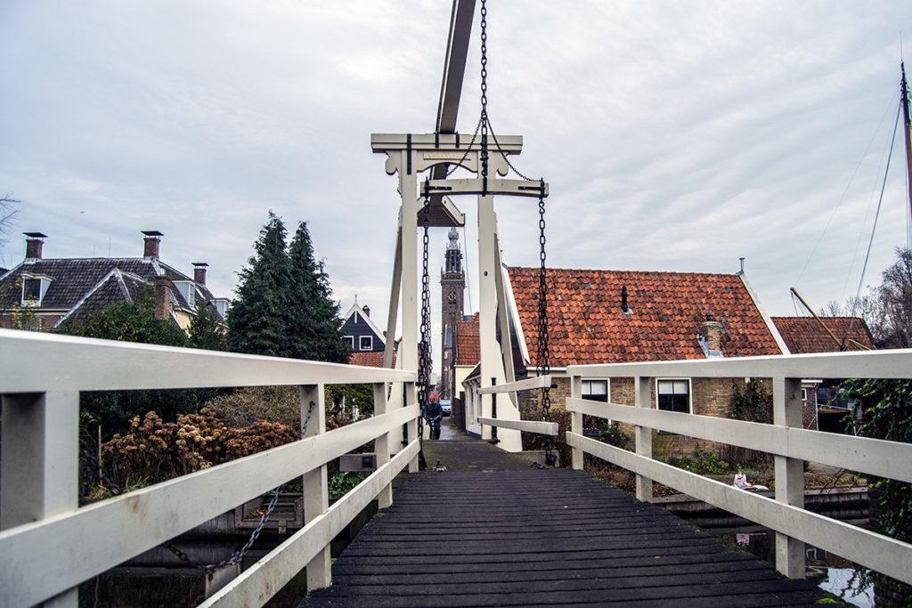 Típico puente holandés en Edam – Edam y Volendam