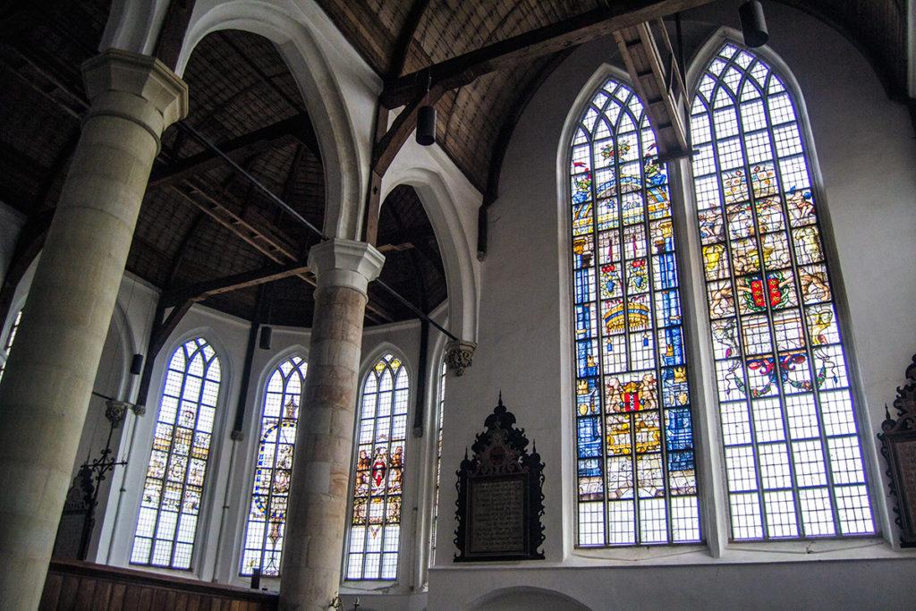 Vidrieras decoradas del Grote Kerk de Edam – Edam y Volendam