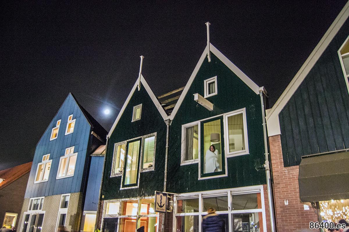 Viendo el regreso de San Nicolás a España desde nuestro apartamento en Monnickendam - Monnickendam y Marken