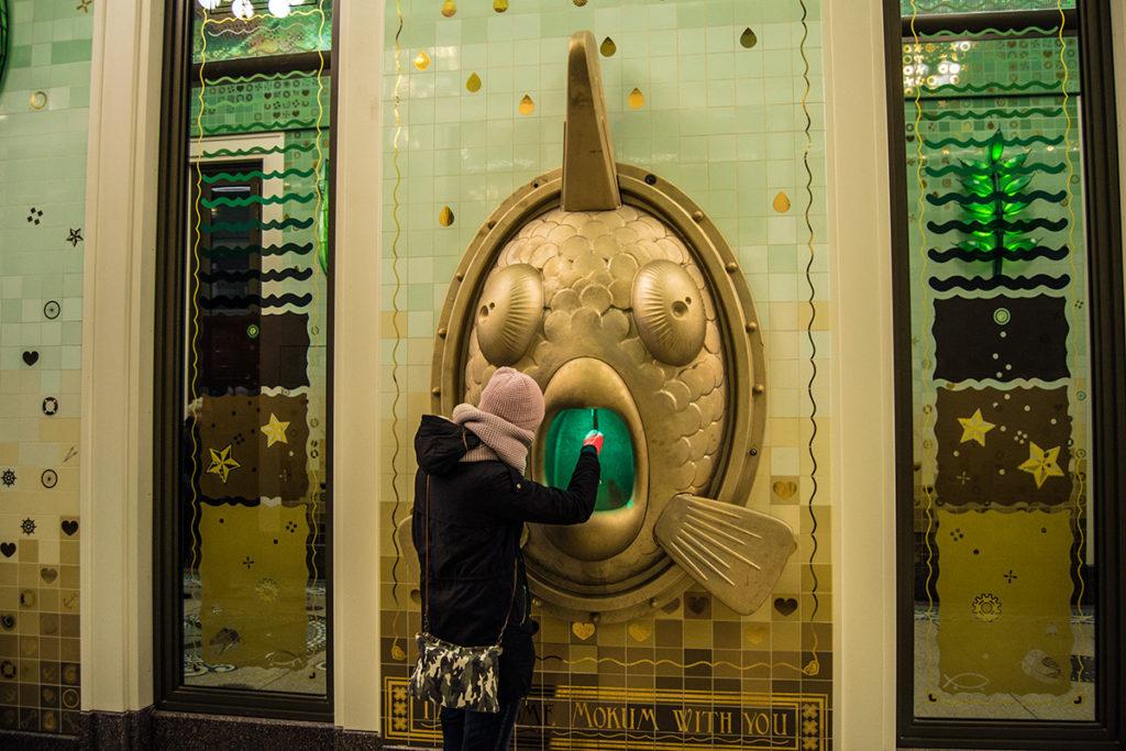Curiosa fuente en Beurspassage – Disfrutar Amsterdam