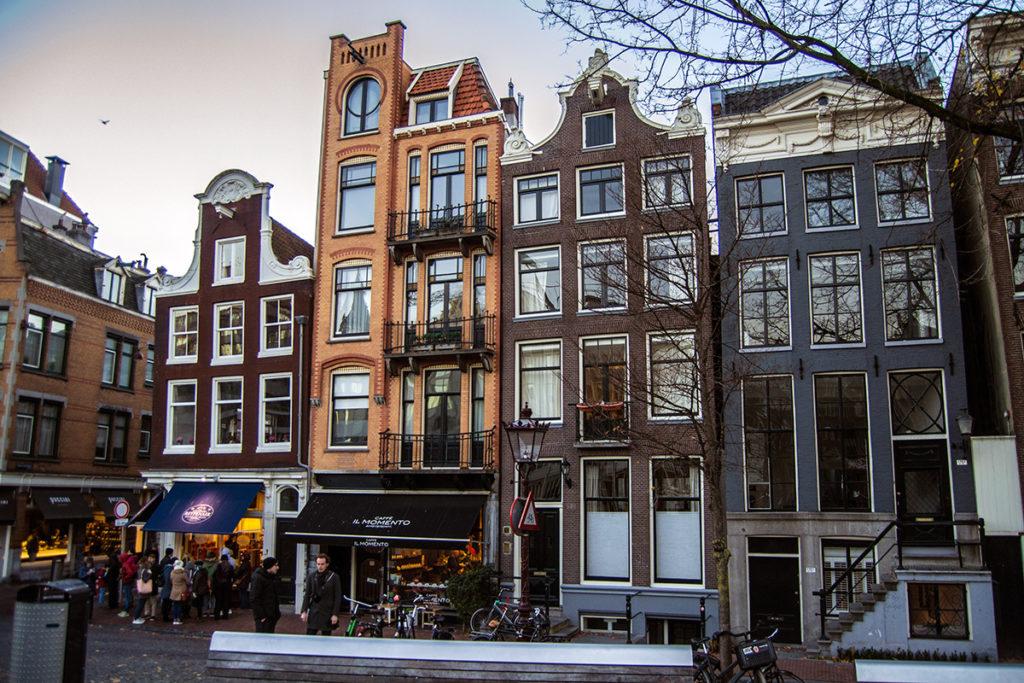 Edificios torcidos Amsterdam – Disfrutar Amsterdam