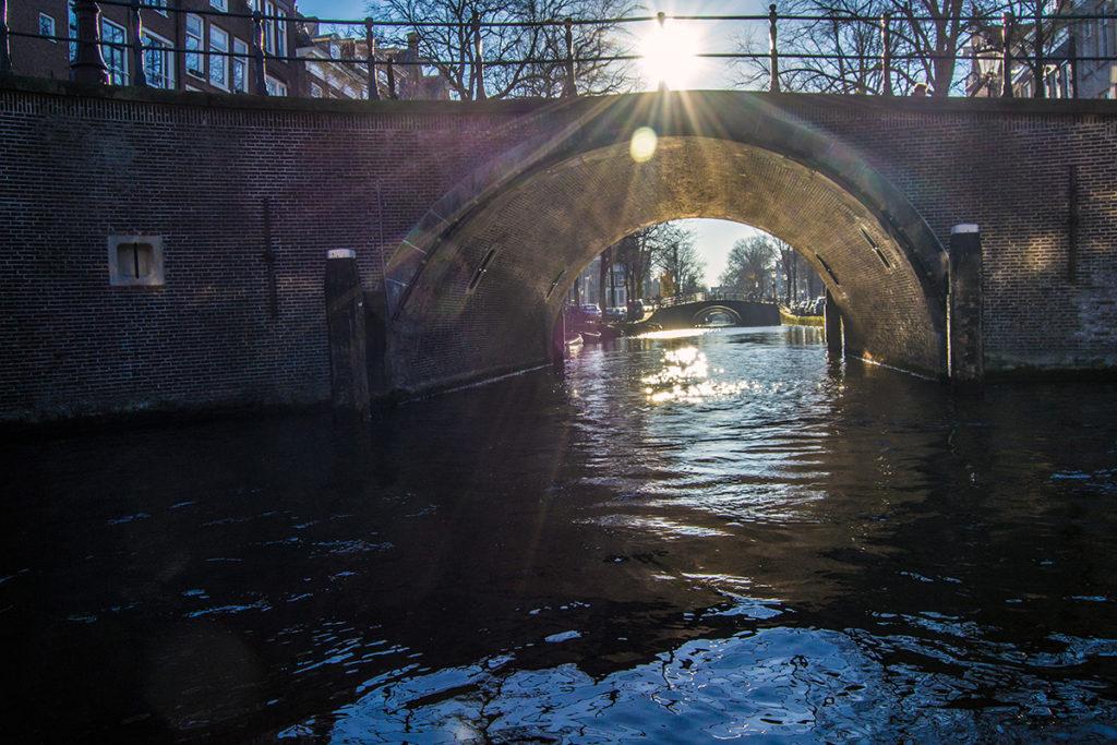Foto de los siete puentes desde el tour por los canales - Disfrutar Amsterdam