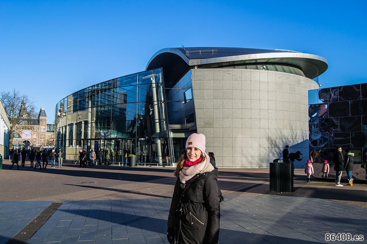 Nerea en el museo Van Gogh - Recomendaciones Amsterdam