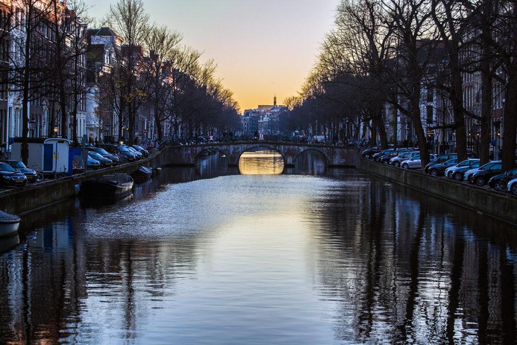 Paseando por entre los canales de Amsterdam – Disfrutar Amsterdam