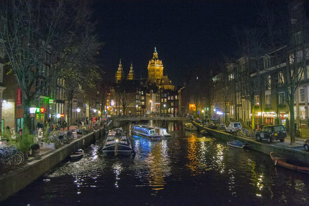 Paseo nocturno entre los puentes de Amsterdam – Disfrutar Amsterdam