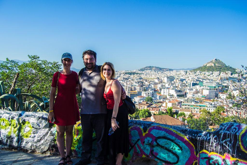 Con nuestros simpáticos guías Natalie y Alex de Athens Insiders en el monte Penteli - Explorando Atenas