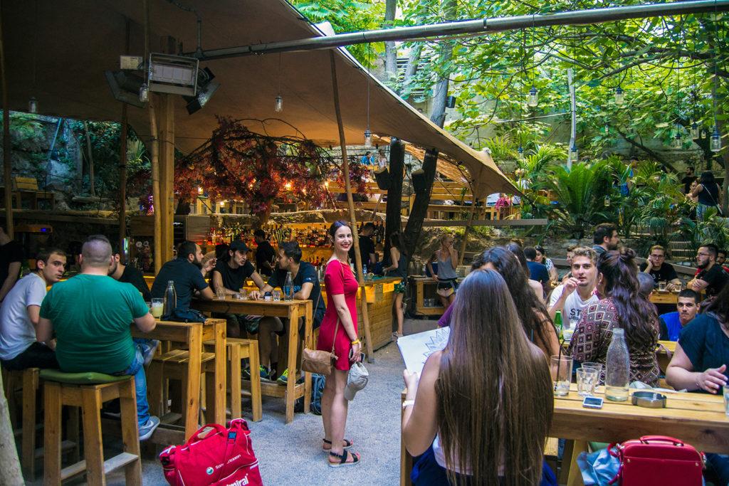 Espectacular lugar para disfrutar de un cóctel una calurosa tarde de verano - Explorando Atenas
