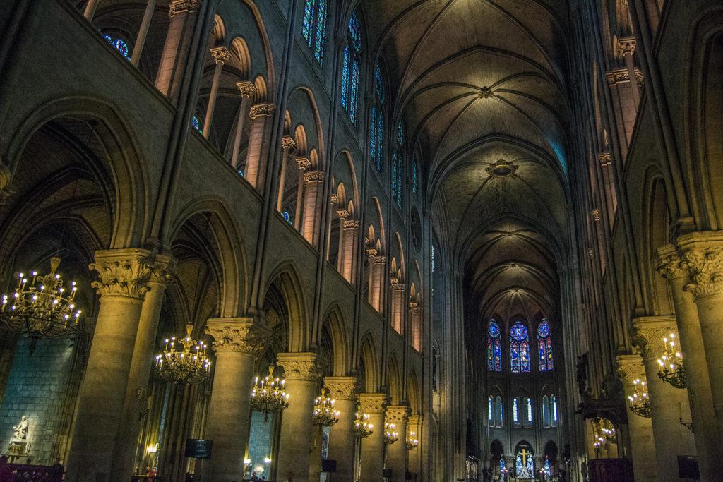 Interior Catedral de Notre Dame - París Pass de dos días
