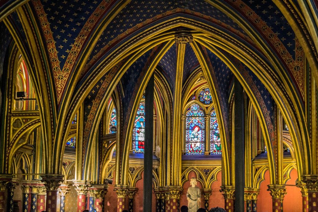 Interior de la Sainte Chapelle – París Pass de dos días