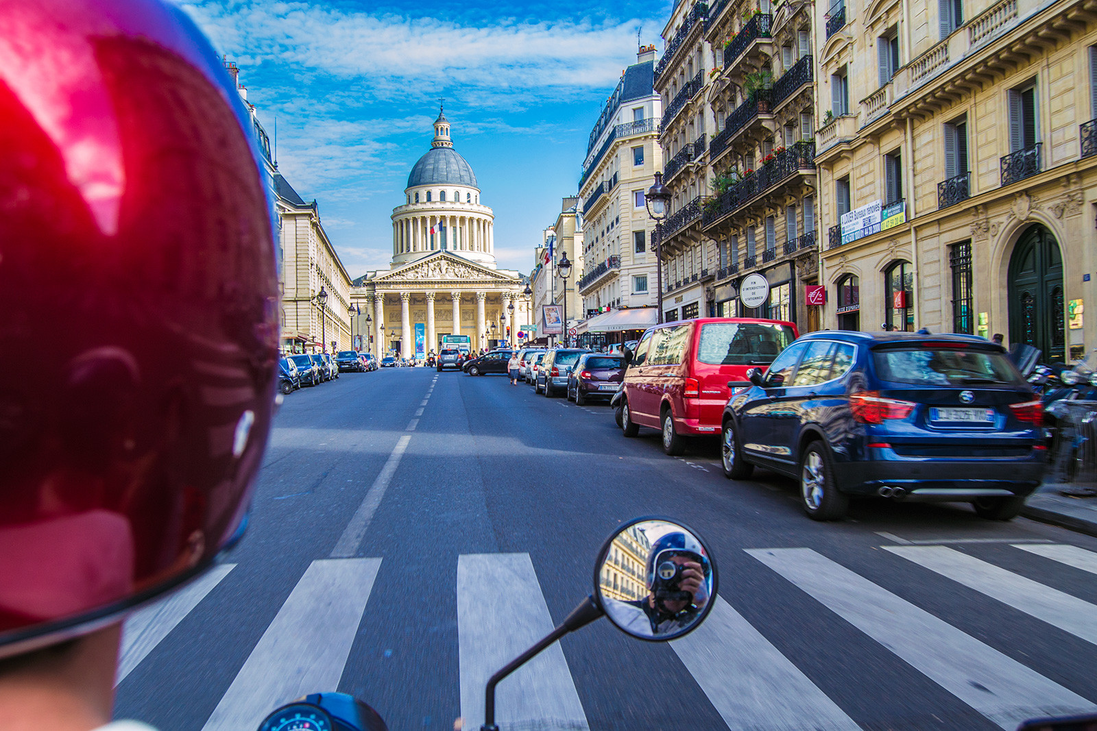 Un tour retro: Recorriendo París en moto con Sidecar