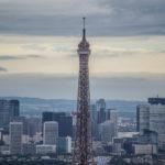 Preciosas vistas desde el edificio Montparnasse de la Torre Eiffel con La Defense al fondo – París Pass de dos días