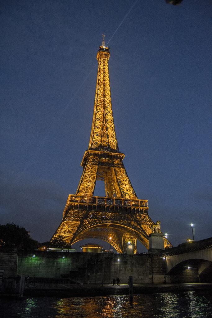 Torre Eiffel desde el crucero por el Sena – París Pass de dos días
