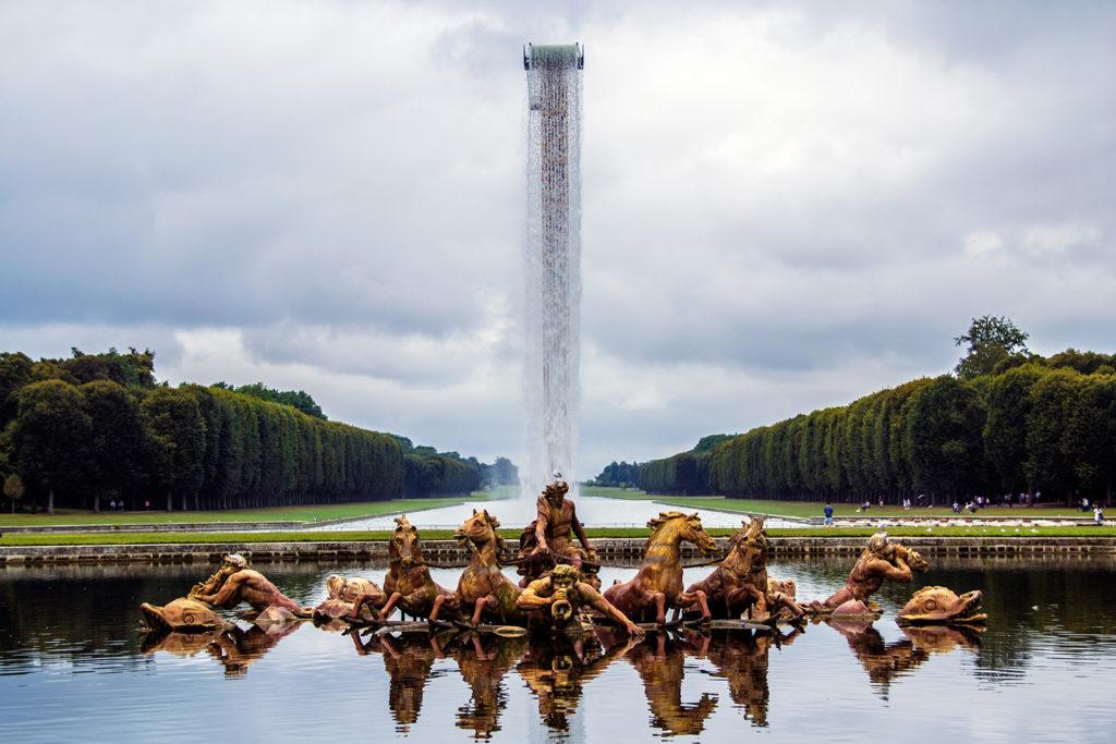 Fuente de Apolo en los Jardines de Versalles – Palacio de Versalles desde París