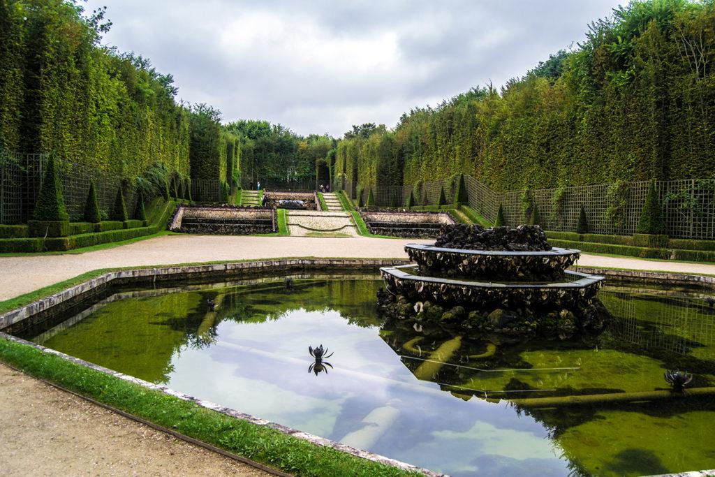 Fuente en los Jardines de Versalles – Palacio de Versalles desde París