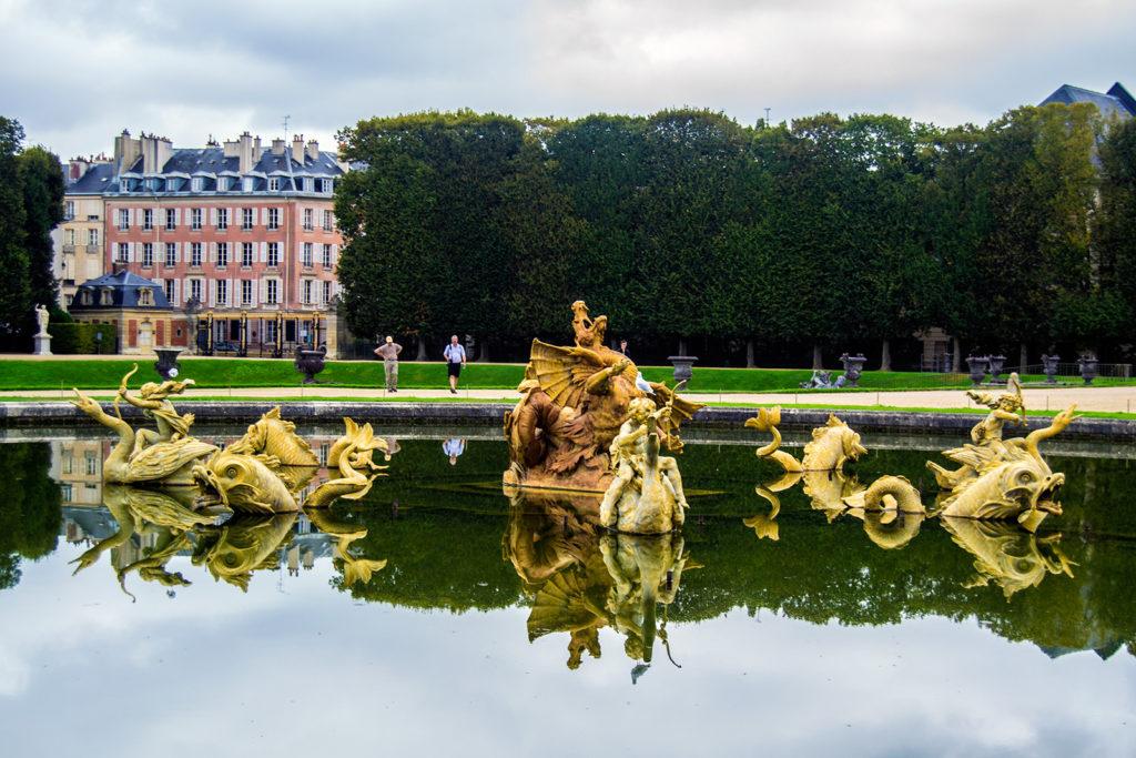 Fuente en los Jardines de Versalles – Palacio de Versalles desde París 2