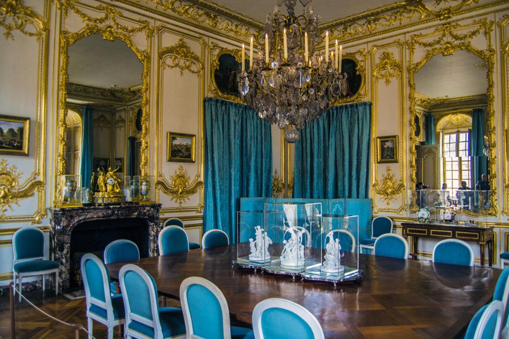 Habitación de las sillas y cortinas azules, donde se celebraban cenas – Aposentos privados del Palacio de Versalles