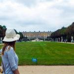 Nerea en los Jardines de Versalles con el palacio de fondo – Palacio de Versalles desde París
