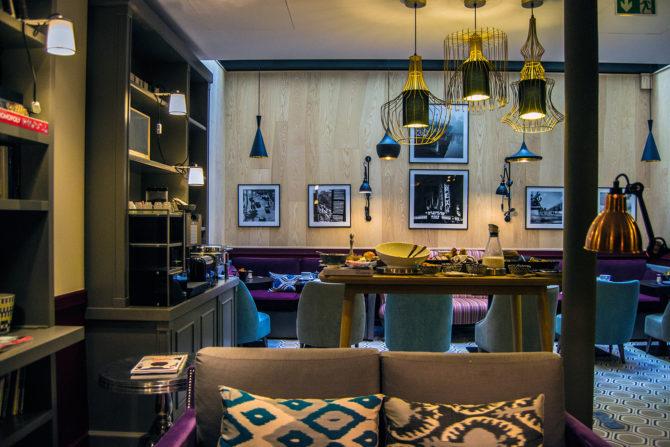 Zona de desayuno del Hotel Adèle & Jules - Versalles desde París